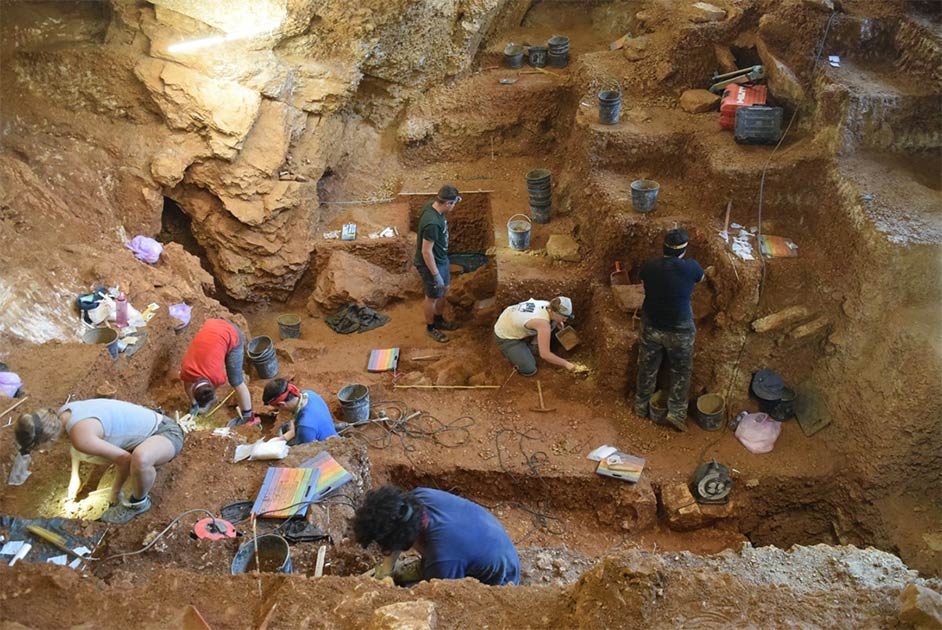 Stone points in South Africa show ancient humans' innovative adaptations to an arid environment