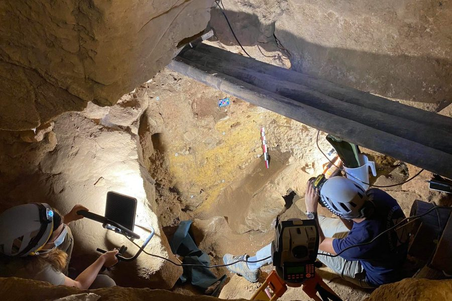The Middle Paleolithic occupation of Gruta do Escoural (southern Portugal)